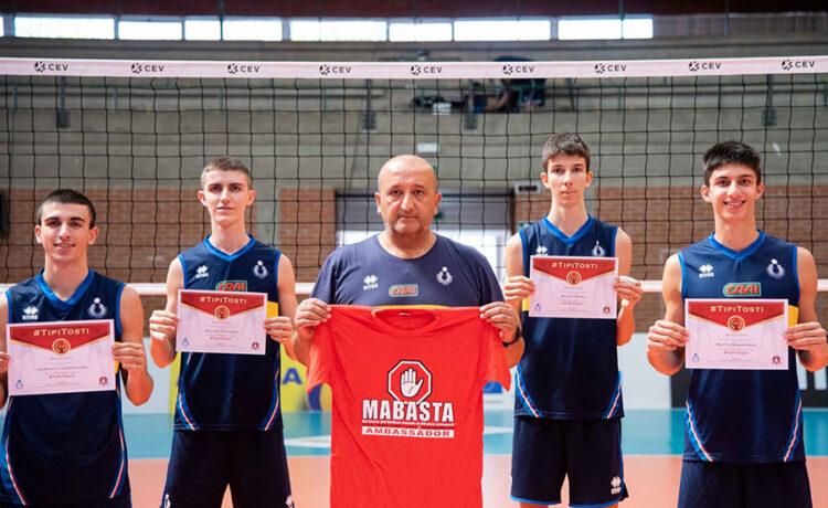 """Gli """"azzurrini"""" della Nazionale Italiana under 18 di volley sono al fianco di Mabasta!"""
