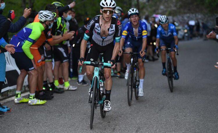 Giro d'Italia: Yates attacca, Bernal non molla