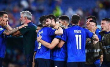 L'Italia supera 3-0 anche la Svizzera, centra il 10° successo consecutivo e passa il turno: basterà un pareggio domenica con il Galles per chiudere il girone al primo posto.