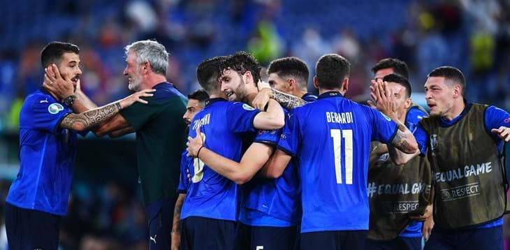 L'Olimpico in festa per i gol di Locatelli e Immobile, gli Azzurri volano agli Ottavi di finale